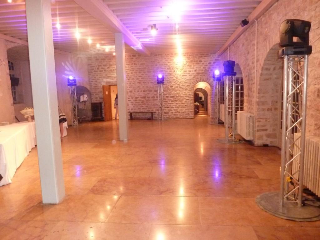Salle de Danse avec totems d'éclairage Mariage Chateau de Meursault Cote d'or