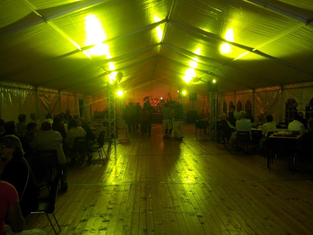 Prestation concert sous chapiteau à Liernais MLA DIJON