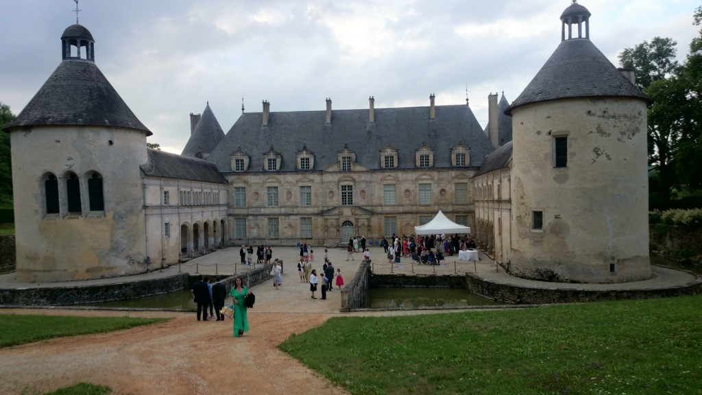Location sonorisation et tonnelle vin d'honneur Château de Bussy le Grand MLA DIJON