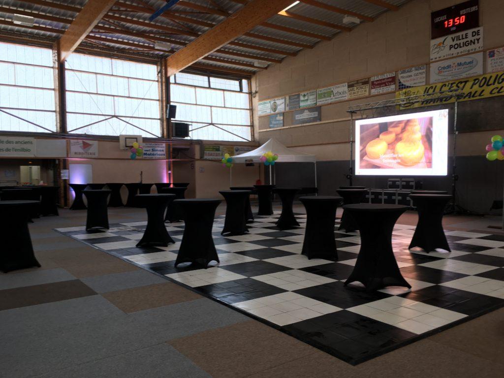 Piste de danse PVC damier noire et blanche + Mange debout + écran géant LED
